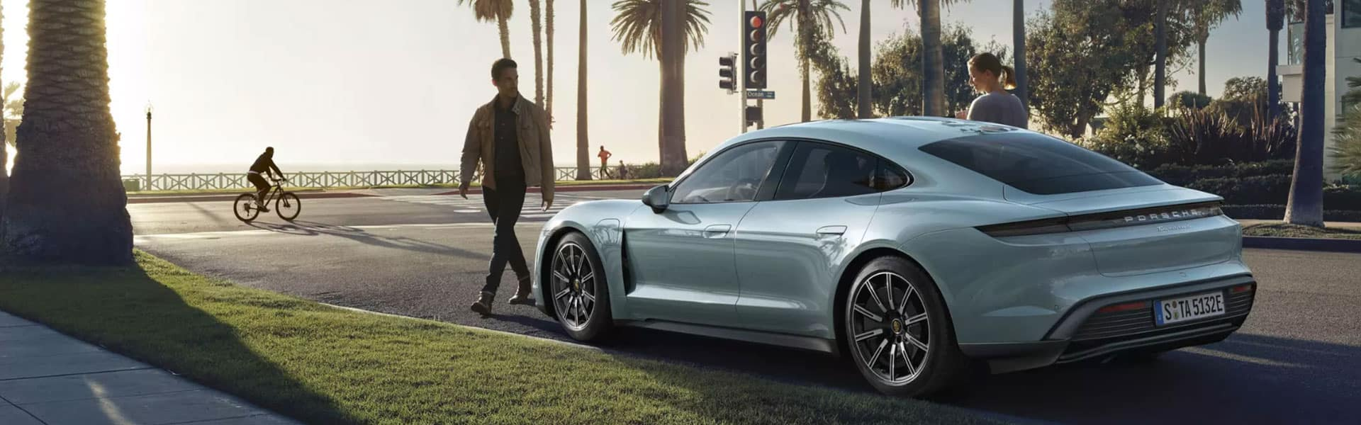 2020 Porsche Taycan vs 2020 Porsche 911 Comparison