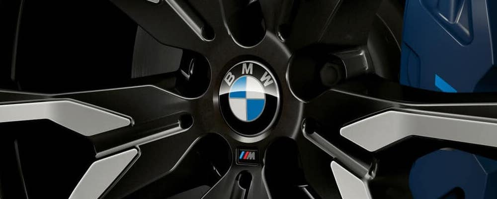close up of 2019 bmw x7 22 inch wheels with bmw logo
