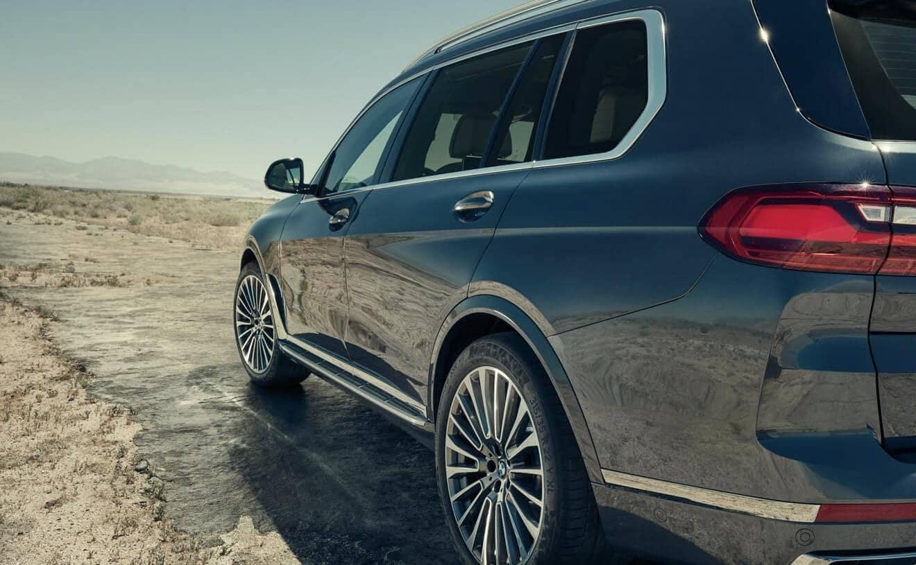 2019 BMW X7 rear view