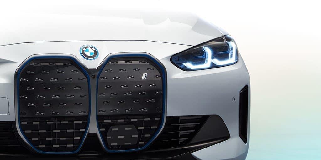 BMW-2022-SOC-i4-Electric-eye-catcher-Tablet