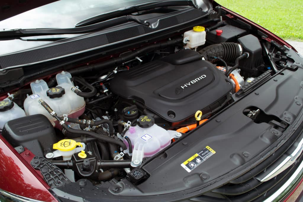 2017-Chrysler-Pacifica-Hybrid-ILIKA-1600x1067-014-1024x683