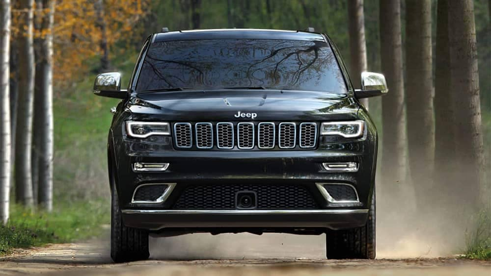 2019 Jeep Grand Cherokee Off-Roading Front End View