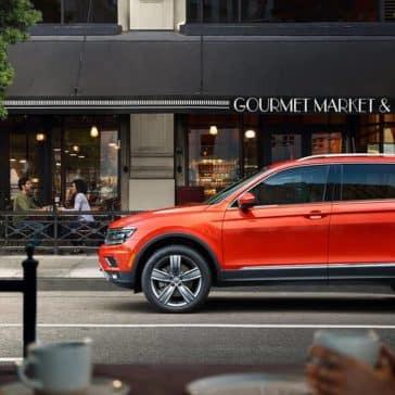 2019 Volkswagen Tiguan visting cosmopolitain cafe