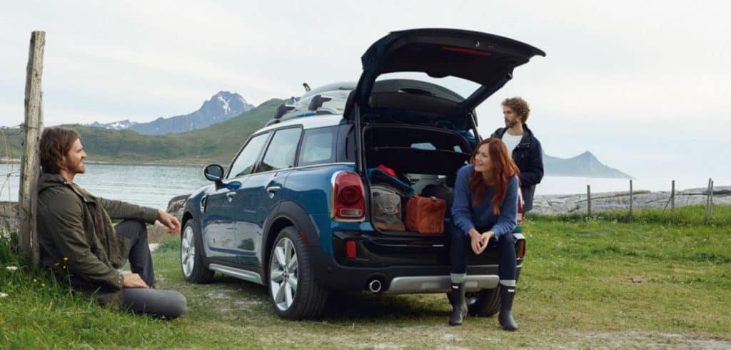 2019 MINI Cooper Countryman friends hanging out
