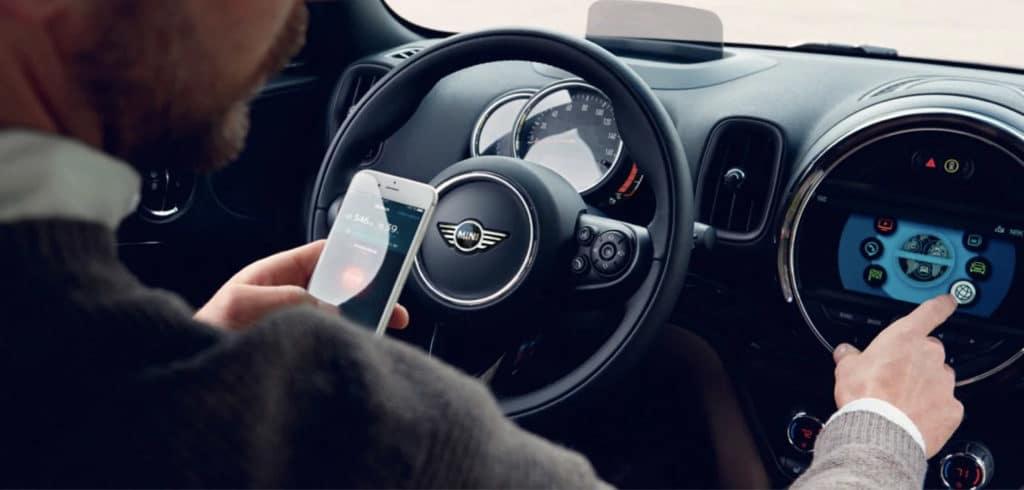 2020 MINI Countryman drivers seat technology