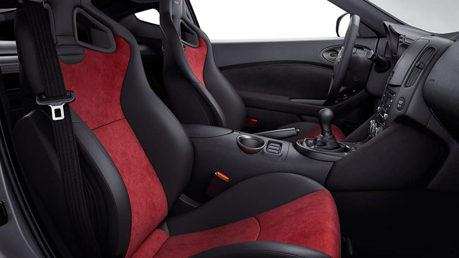 Interior Features of the New Nissan 370Z at Garber in Bradenton, FL