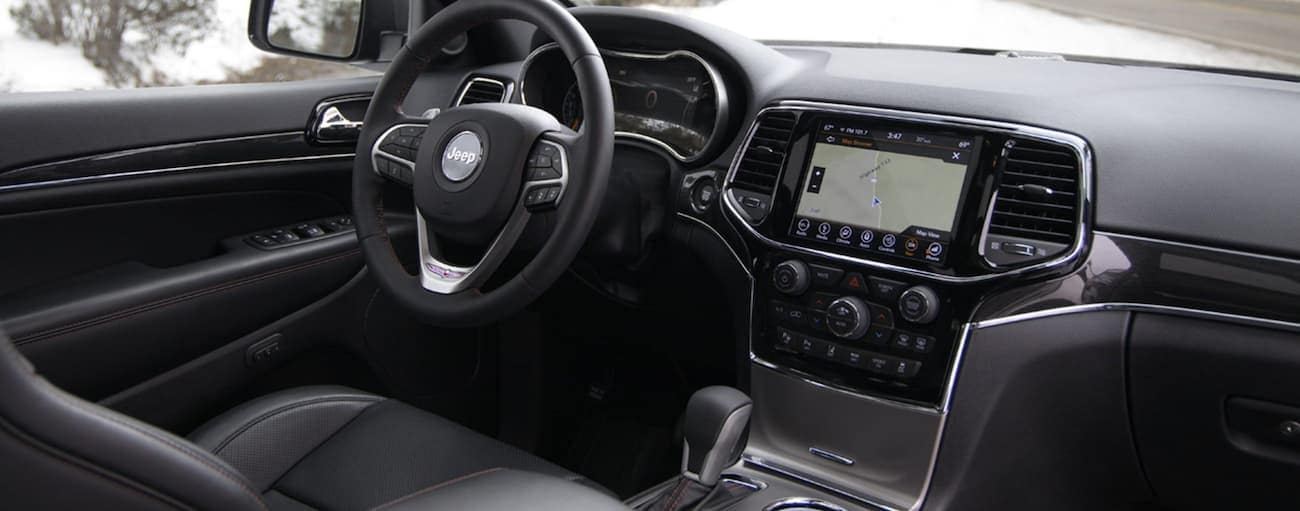 The interior of a 2020 Jeep Grand Cherokee is shown.