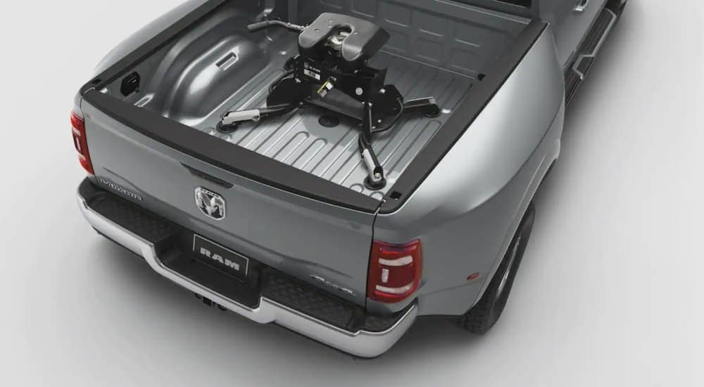 The fifth-wheel/gooseneck attachment is shown in the bed of a rendered grey 2020 Ram 2500.