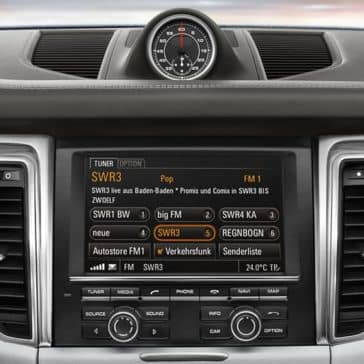 2018 Porsche Macan infotainment system