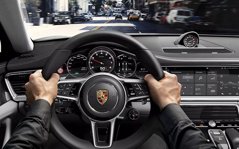 2019 Porsche Panamera Cockpit