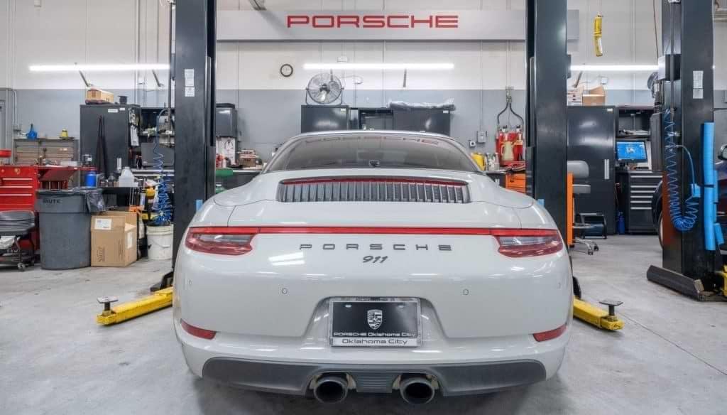 Porsche 911 oil change