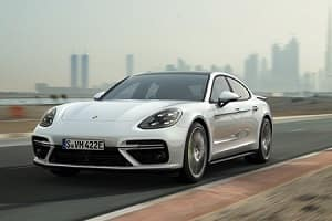 Porsche Panamera vs Jaguar F-TYPE