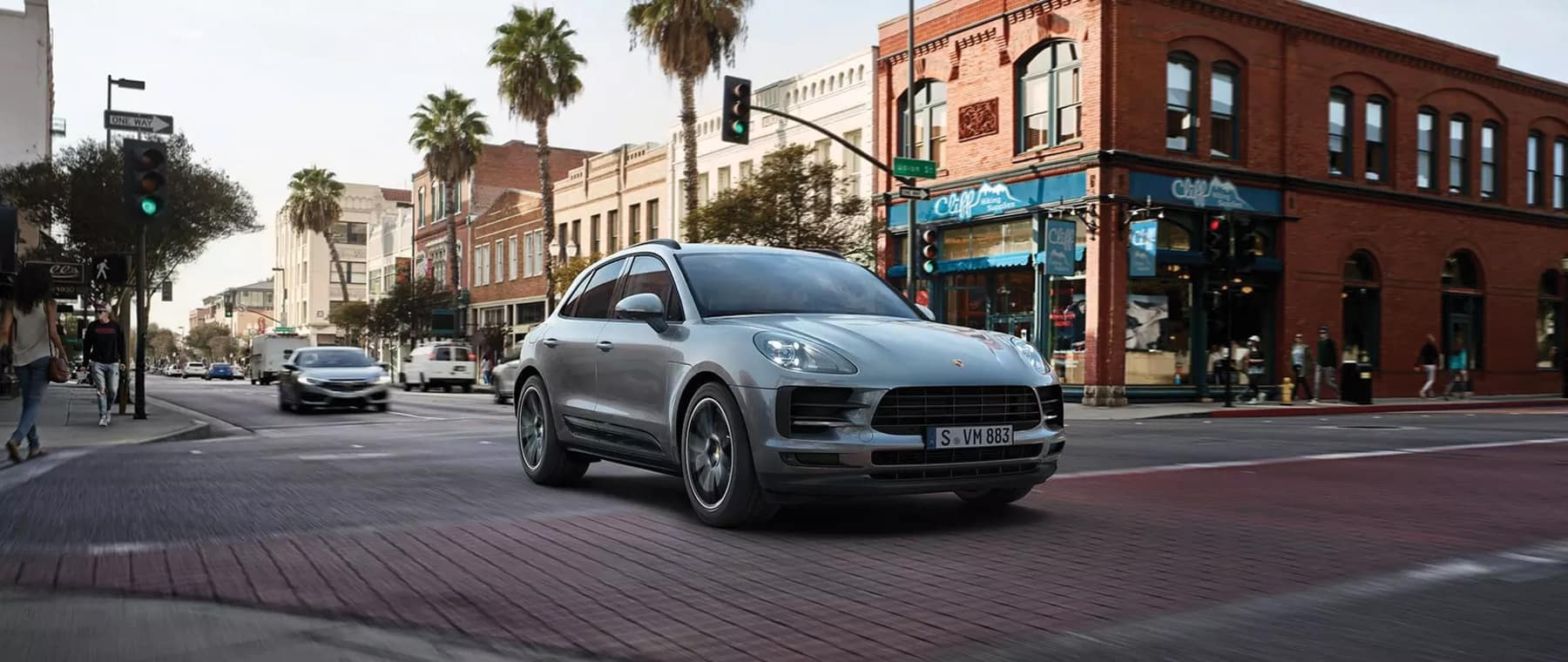 New-Macan-Outdoor-34-Right-Front_1800x760