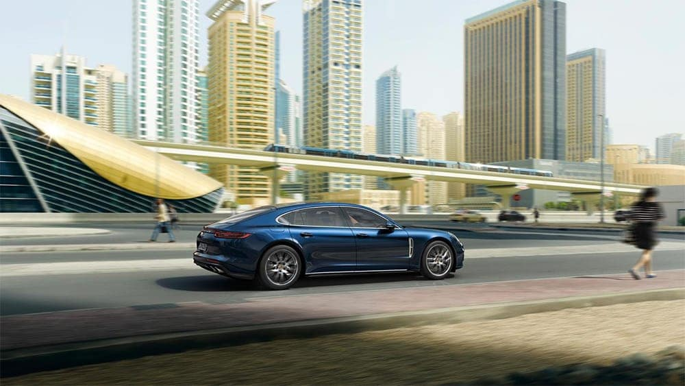 2019-Porsche-Panamera-Exterior-on-Highway