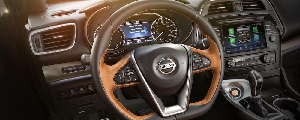 2019 maxima front interior