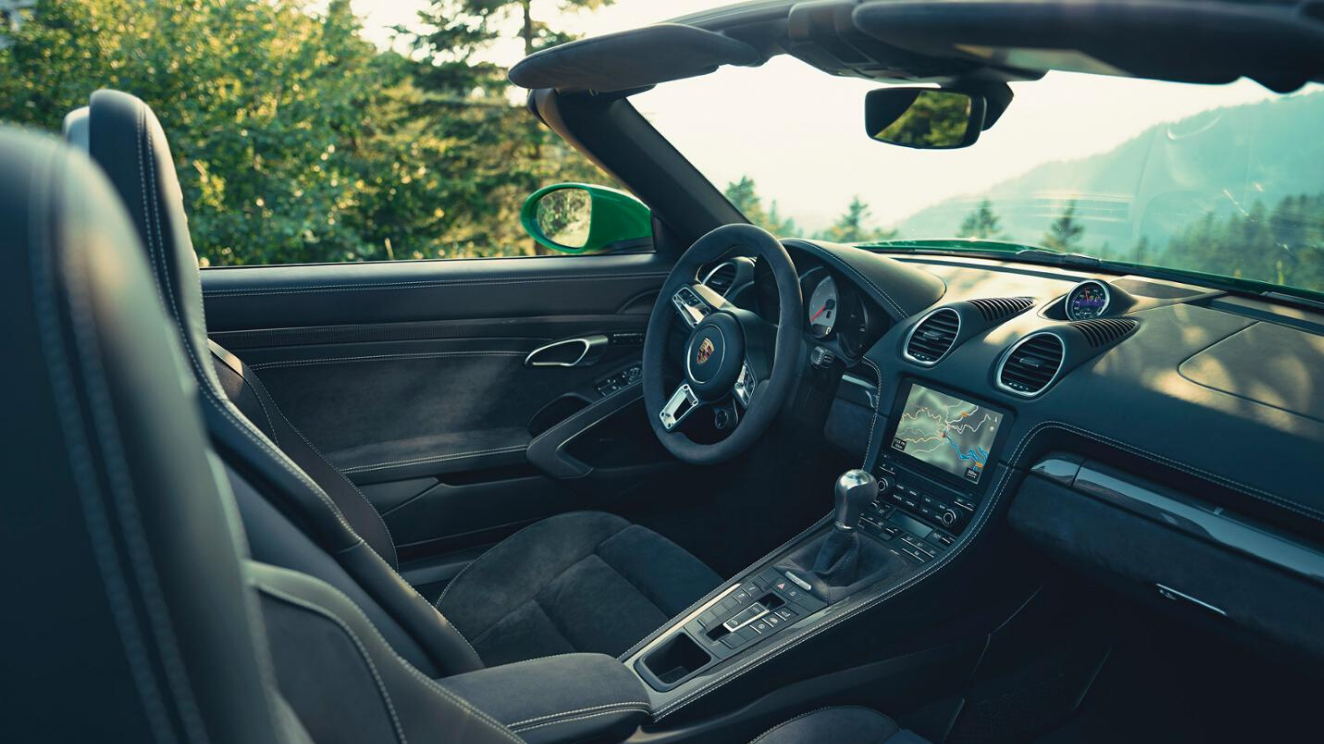 Interior of the new 718 Boxster GTS 4.0