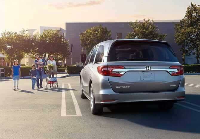 family walking to parked 2019 Honda Odyssey