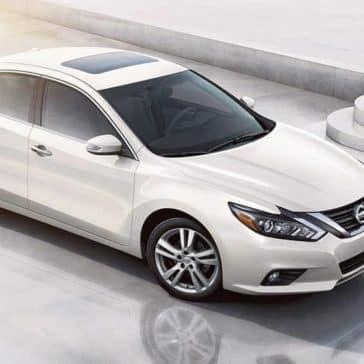 2018 Nissan Altima in Pearl White