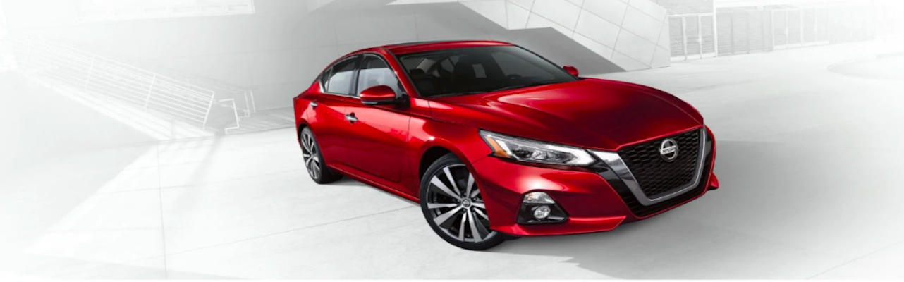 Red 2019 Nissan Altima SR